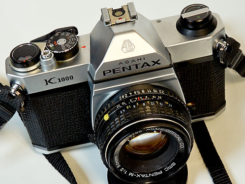 Pentax K1000 front view with lens