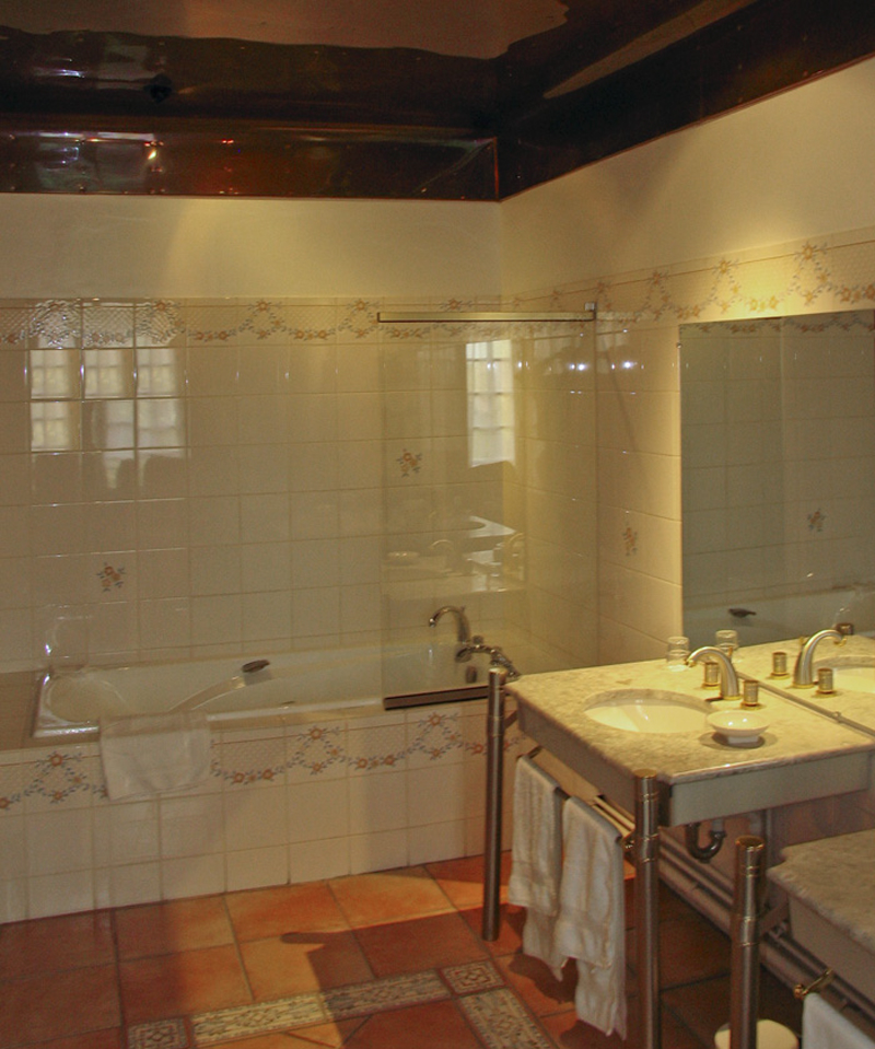 Chateau Montreuil bathroom