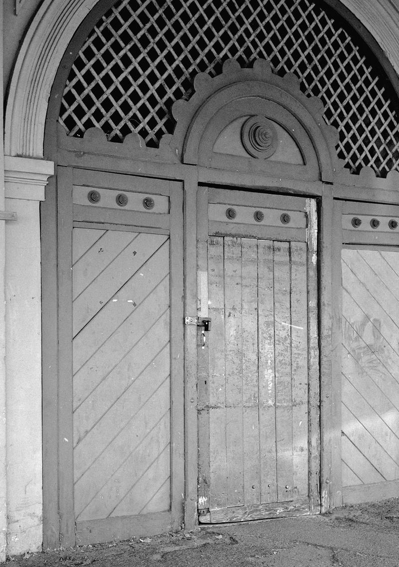 Maldon, old door