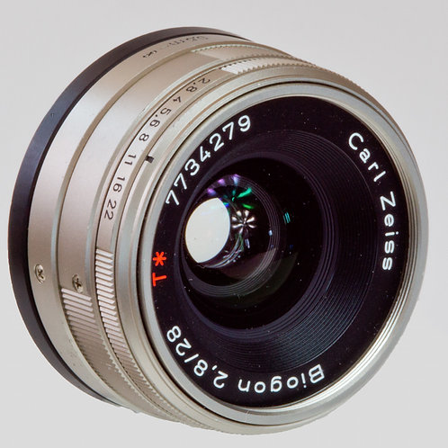 Carl Zeiss Biogon 28mm F2.8 G lens front view