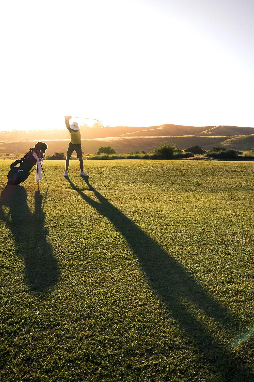 2 people golfing
