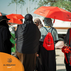 The bright red complimetary Hajj pack given to our groups are invaluable when trying to spot Al-Hidaayah members in a crowd.