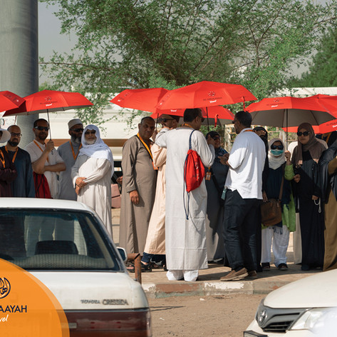 Majority of the Hujjaj make use of the umbrellas to protect themselves from the scorching heat.