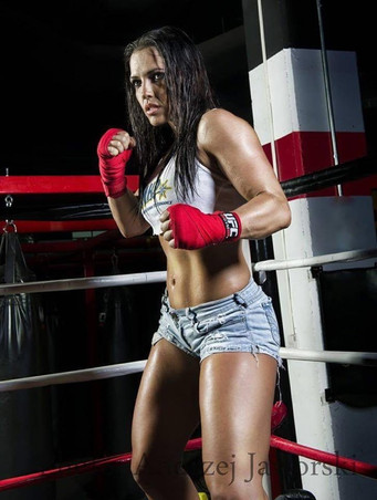 """THERE'S A NEW GIRL IN TOWN – PRO BOXER JENNIFER SALINAS """"THE BOLIVIAN QUEEN"""""""