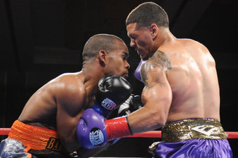 """Head butt results in """"no contest"""" for Rosa vs. Hinojosa - BROADWAY BOXING RESULTS FROM FOX"""