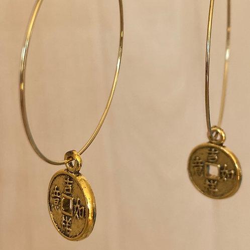 Goudkleurige hoops met coin