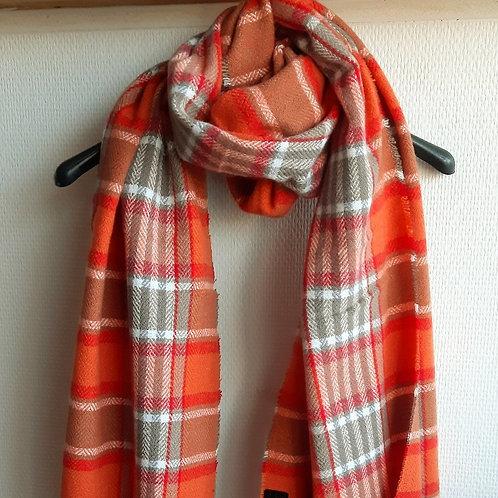 Lange sjaal met oranje-rode ruiten