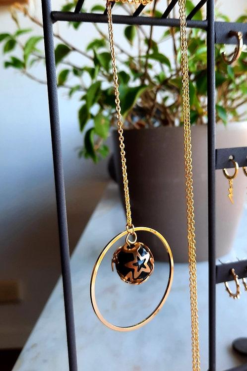 Lange ketting met grote ring en bol