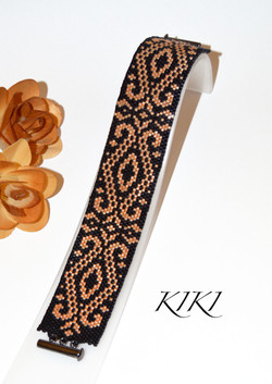 Delicate arch peyote bracelet