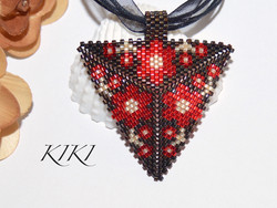 Red flowery pendant