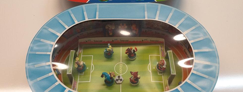 Ferrero Ü-Ei-Diorama Magigsport 2006. Arena mit allen Originalfiguren.