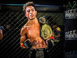 صور : البطل ميسرة محمد يفوزعلى المقاتل محمد جمال ويتوج بحزام ال57 فى بطولة AUFC 30