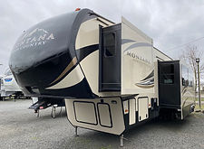 2017 Montana 362RD 101.jpeg