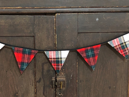 3' Plaid Wool Banner Red, White & Green