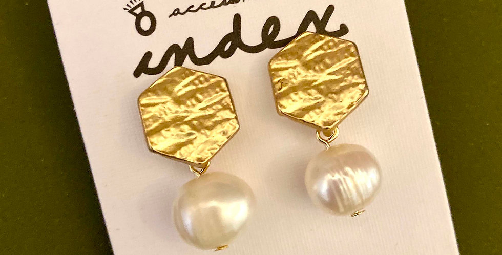 Short Drop Shell Pearl Earrings
