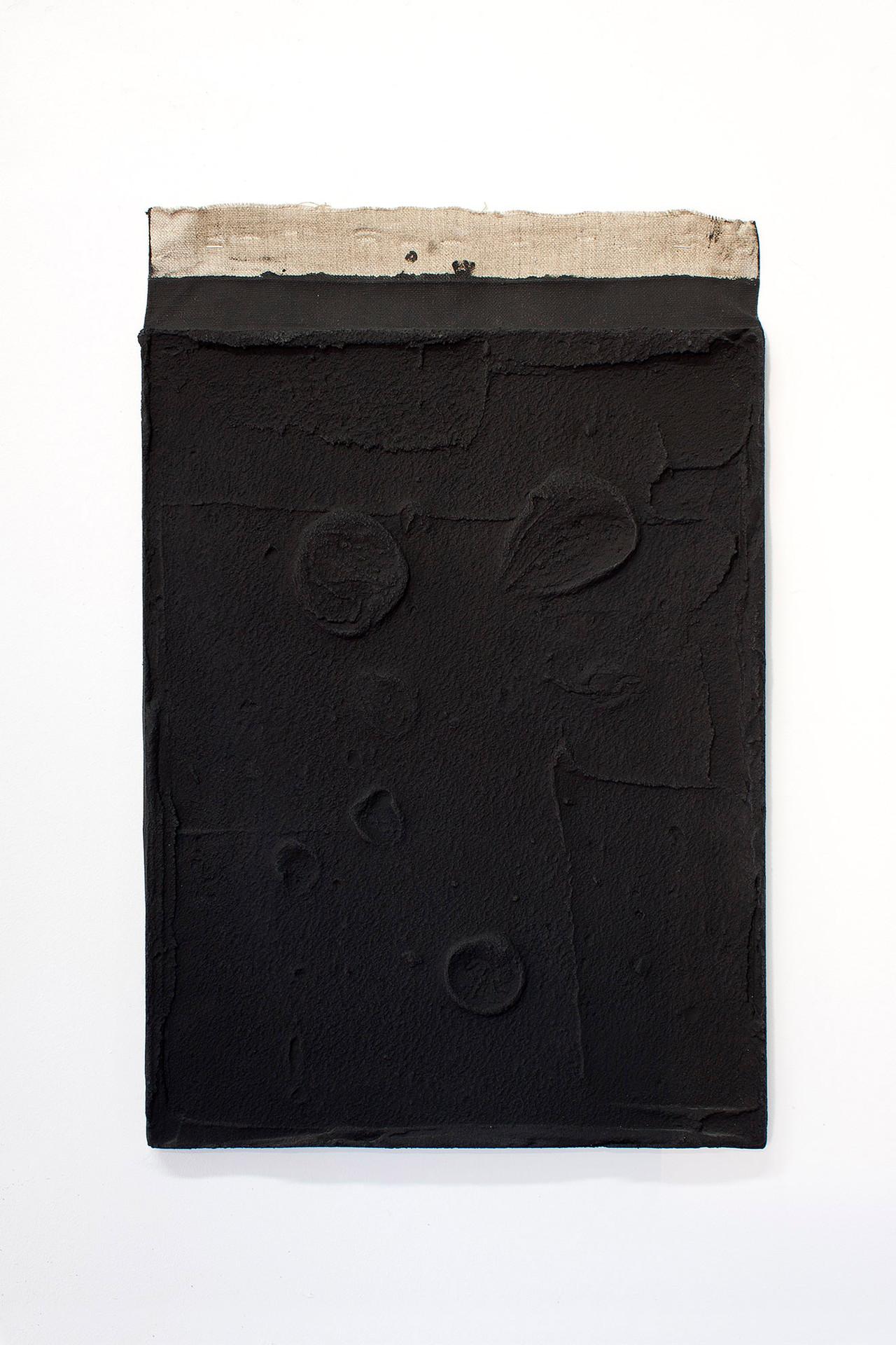 Sin título, 2017. Acrylic, sand and limestone on linen. 58 x 38 cm.