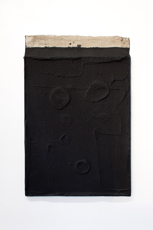 Sin título, 2017. Acrylic, sand and limestone on linen. 58 x 38 cm.