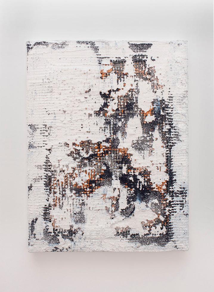 Sin título, 2018. Acrylic, sand, chalk and pigments on metallic mesh. 50 x 38 cm.