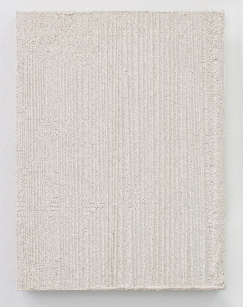 Sin título, 2017. Acrylic, sand and limestone on linen. 50 x 38 cm.