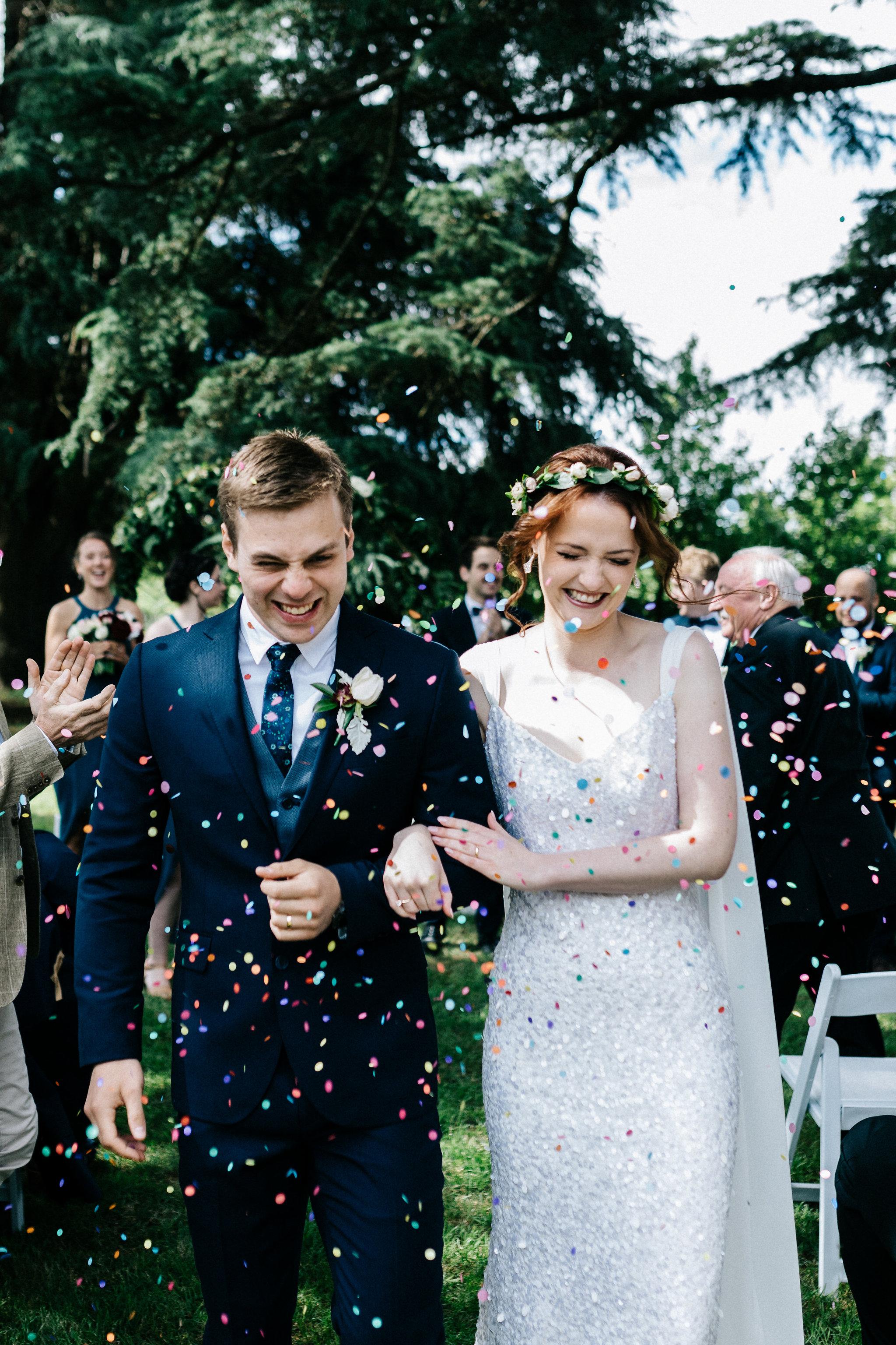 OUTDOOR WEDDING CONFETTI