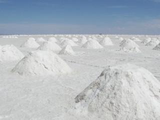 Tres empresas esperan luz verde de regulador de litio para extraer el mineral