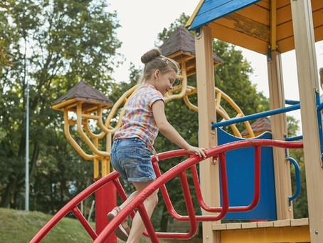 Proper Playground Play: Safety Tips For Parents + Kids