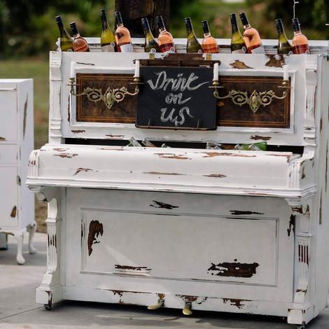 Vintage Piano bar