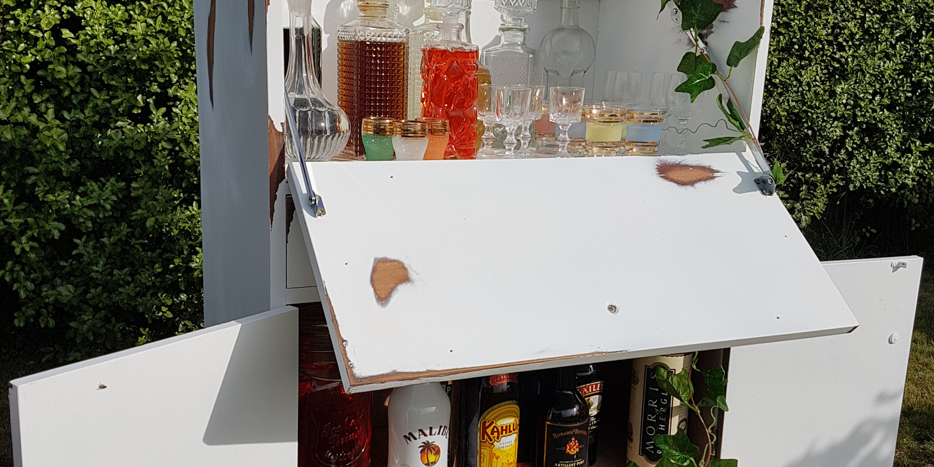 White Cocktail Bar