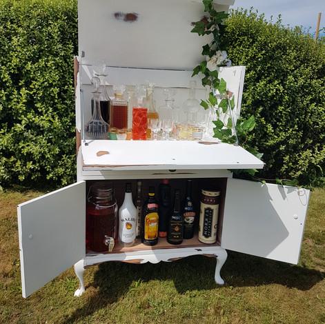 White Cocktail Bar