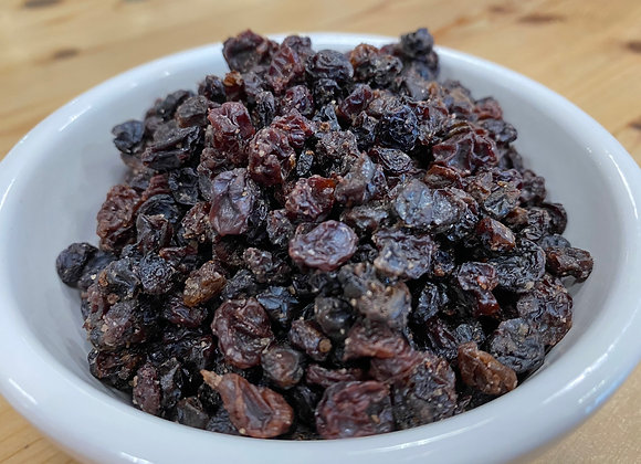Plastic free organic dried currants in white bowl