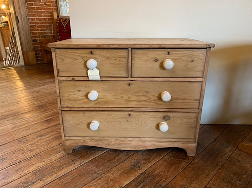 Victorian 2 over 2 chest of drawers - Front view