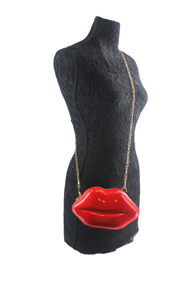 Big-red-lips-purse-manequin