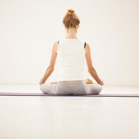 O significado de se manter a coluna ereta durante a respiração HA ou meditações do Ho'oponopono