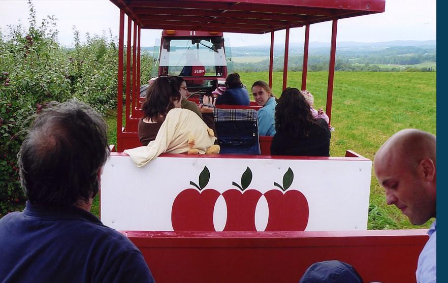 Tours de tracteur au verger La Pommalbonne de Compton