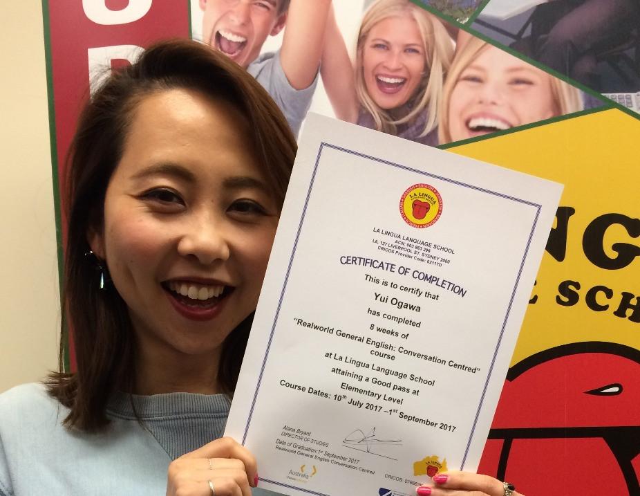Certificateを持つ卒業生 Yui