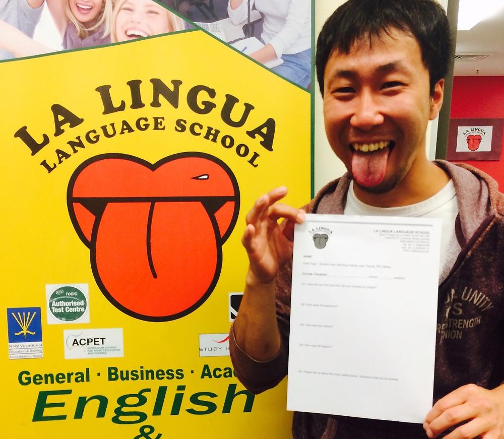 certificateを持った卒業生 Takahumi