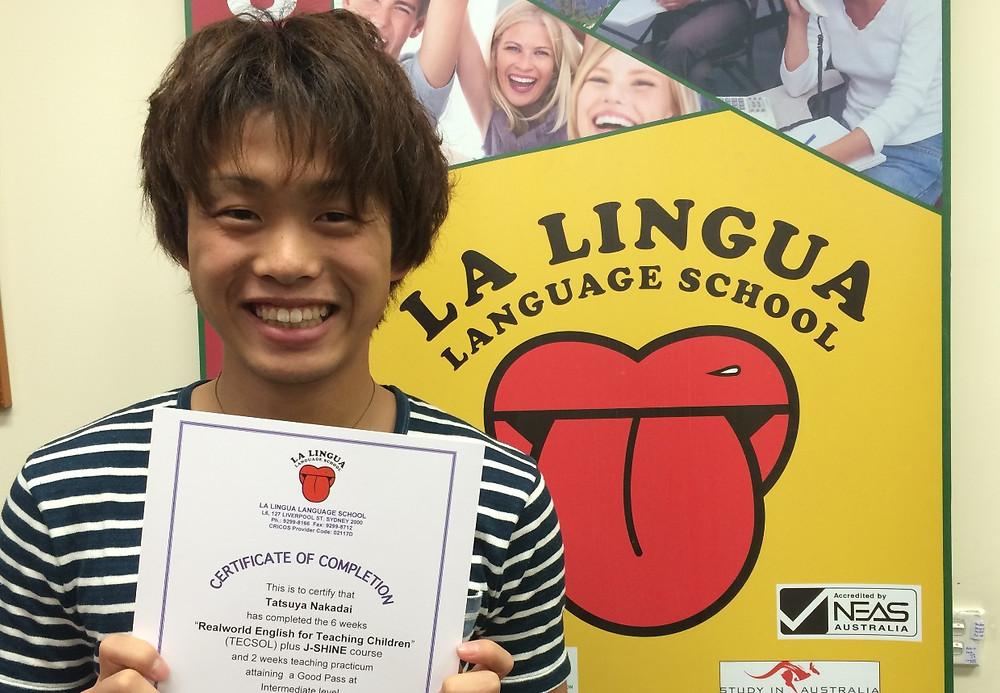 Certificateを持った卒業生 tatsuya