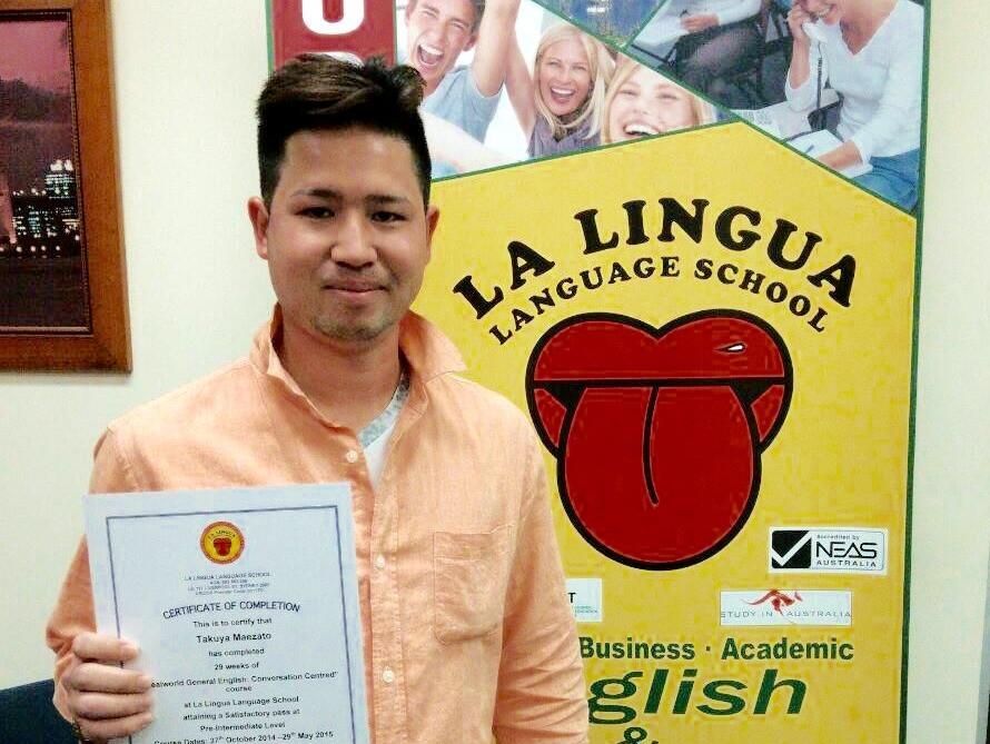 Certificateを持つ卒業生 Takuya