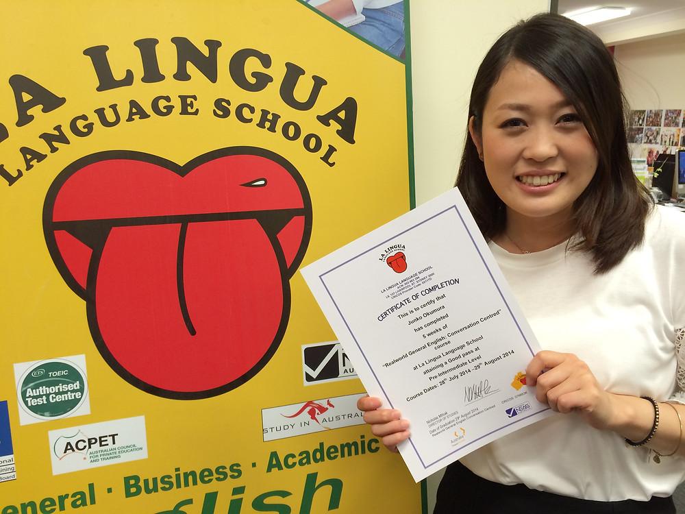 Certificateを持つ卒業生 yuki