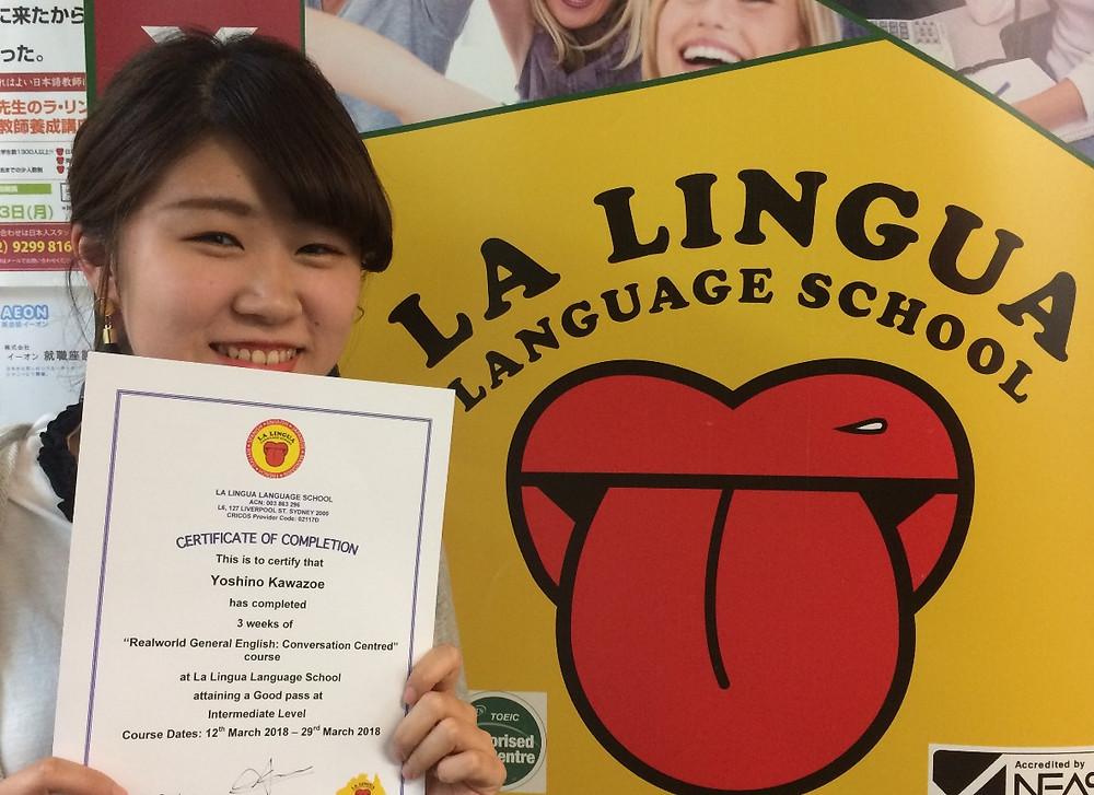 Certificateを持つ卒業生 yoshino