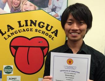 感想文「ネイティブスピーカーと違和感なくコミュニケーションを取るための英語が学べるとのことで選びました」