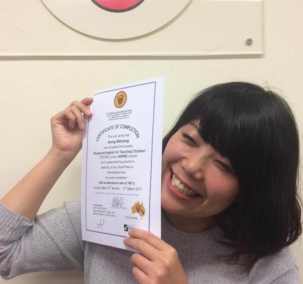 Certificateを持つ卒業生 miyuki