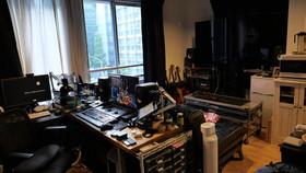 銀座は配信スタジオと機材、神田はポスプロです