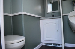 luxury-bathroom-trailer10-1024x680
