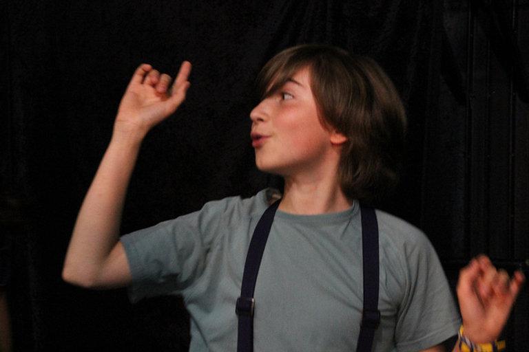 Cours theatre ado Ecole Paris Marais : Je développe mon écriture vocale !