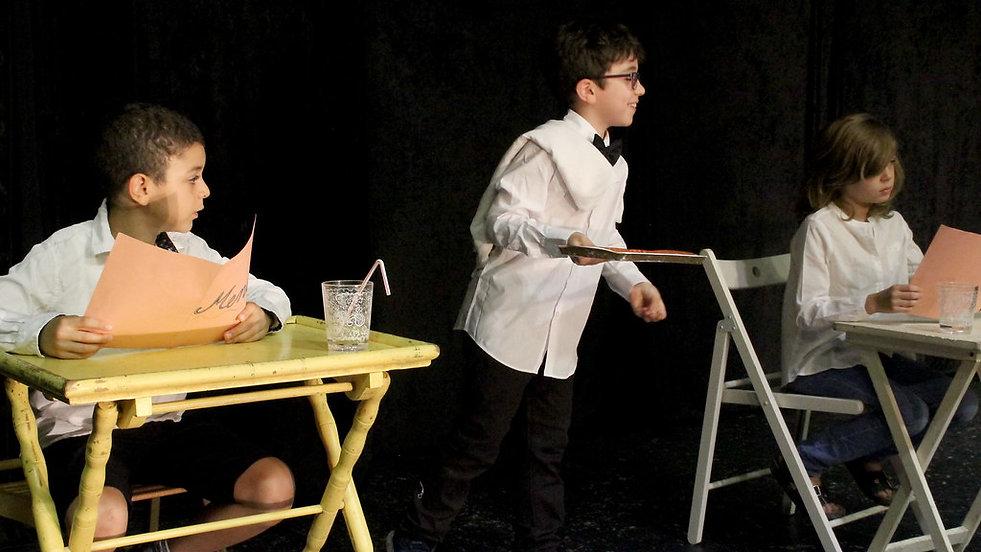 Ecole Paris Marais au Théâtre Espace Marais-Cours Théâtre enfant 8-10 ans : Déplacements, émotions, personnalité...
