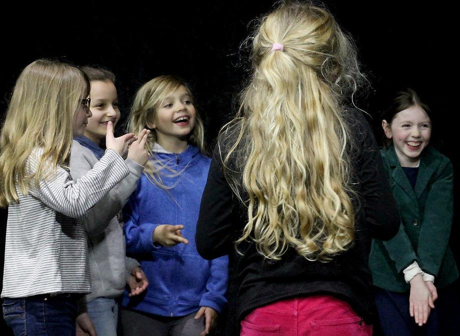 Ecole Paris Marais au Théâtre Espace Marais-Cours Théâtre enfant 8-10 ans : j'aime faire rire !