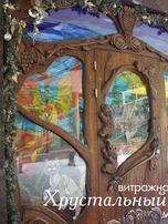 фактура резной двери в ресторане сказка