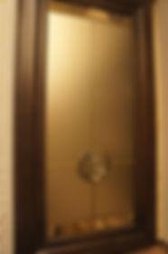 мебель со стеклянным барельефом