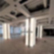 колонны с подсветкой из оникса